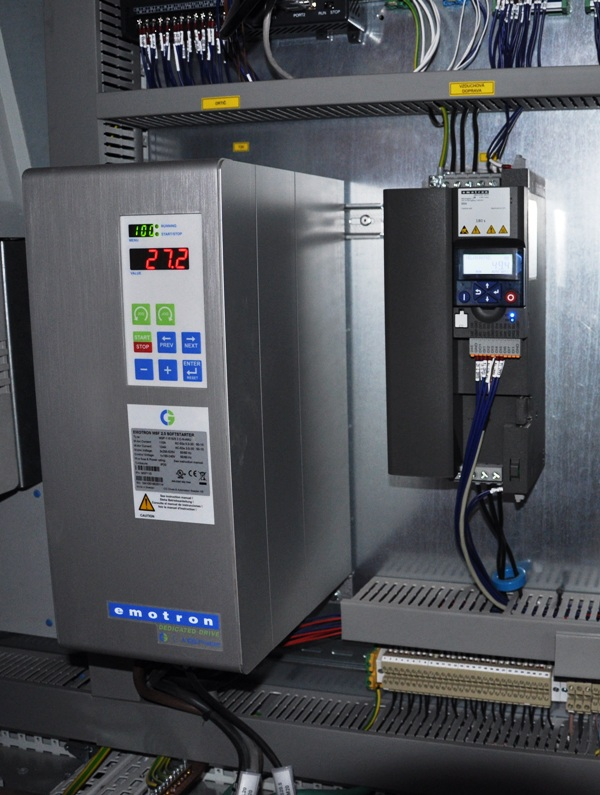 Frekvenčný menič Emotron DSV35 a softštartér Emotron MSF, 110A motor drviča